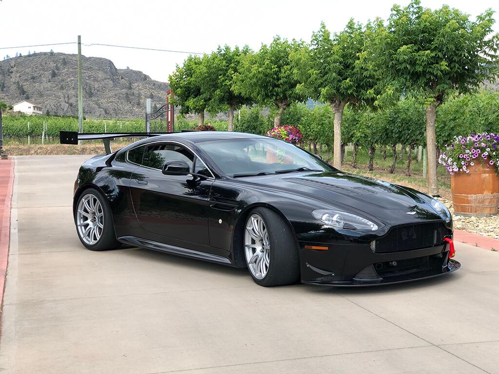 Aston Martin V12 GT4